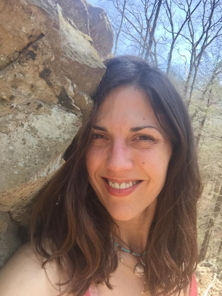 EP211 Laura Marjorie Miller on Solo Travel, Relationships & Writing on Exploring Possibilities