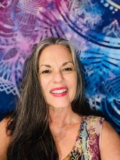 EP262 Susie Q Juravich on Channeling, 2020, Parallel Timelines & More on Exploring Possibilities